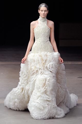 kate middleton height kate middleton wedding dress mcqueen. kate middleton wedding dress